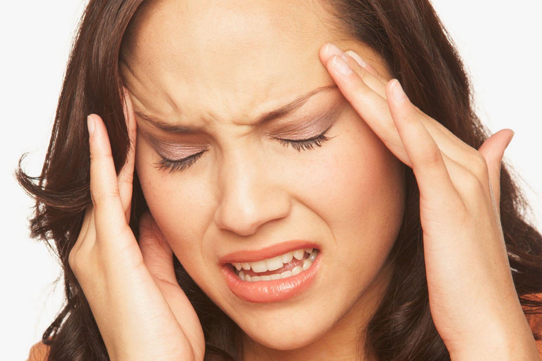 headache-woman-grimace